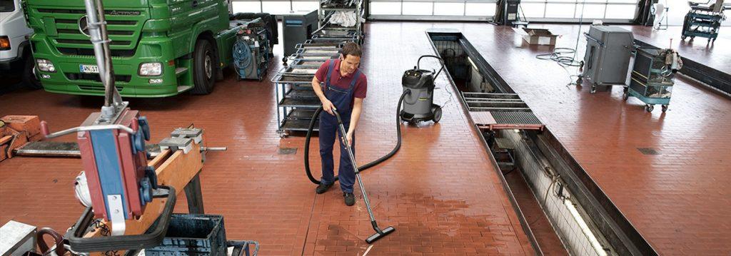 Industrial-vacuum-cleaner