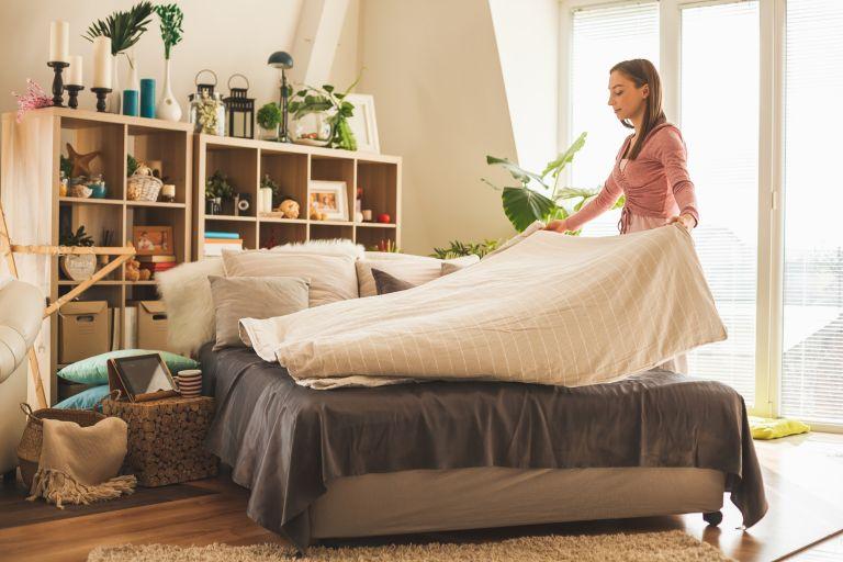 مرتب کردن تخت خواب