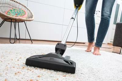 جارو کشیدن فرش
